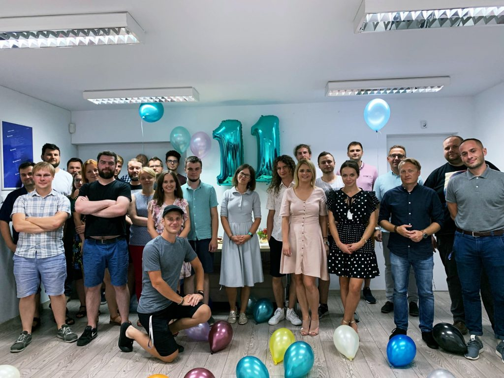 Ekipa Mediaflex w biurze w Krakowie obchodząc 11 urodziny firmy.